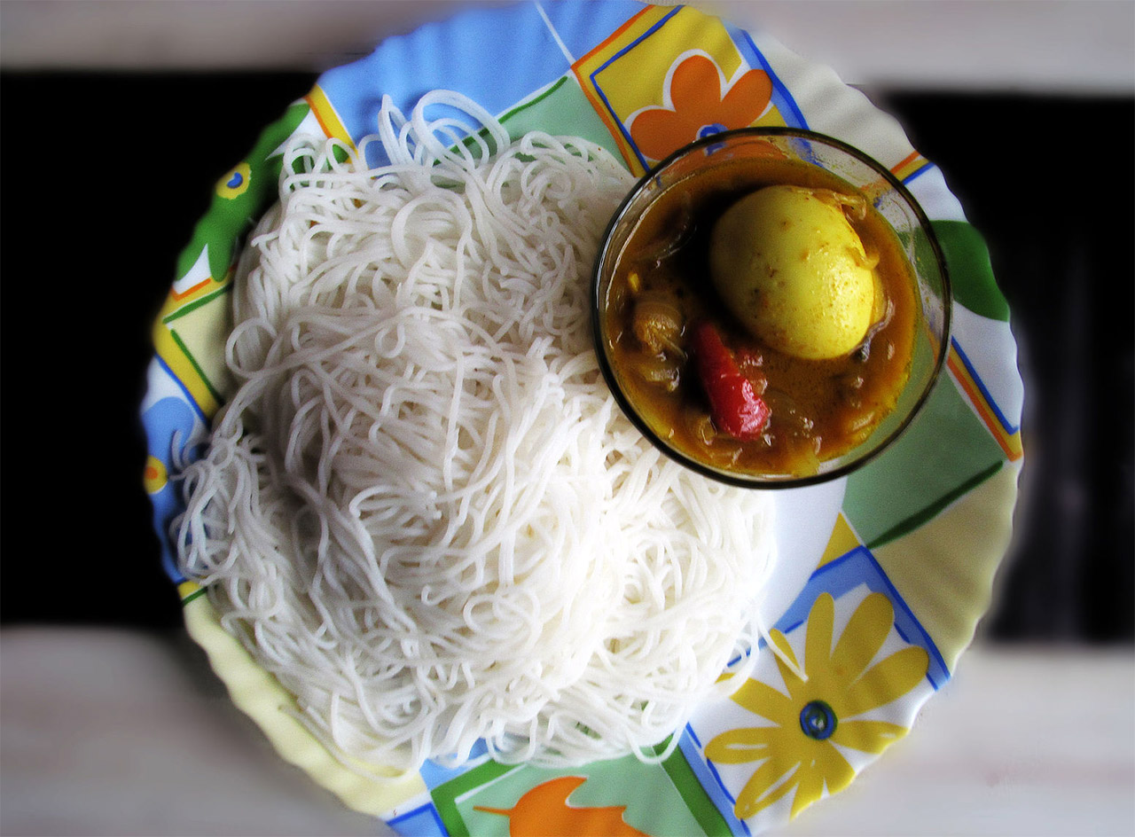 Kerala-Cuisine-Idiyappam-and-curry