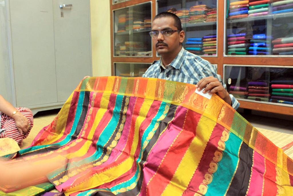 Traditional-Dresses-of-Karnataka-Kanchipuram-sarees