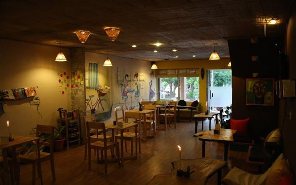 Book-Cafes-In-India-Books-N-Brew,-Chandigarh