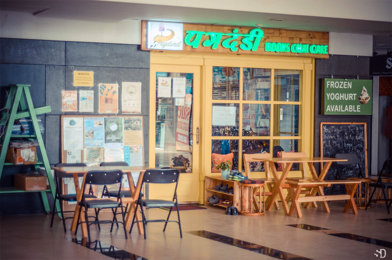 Book-Cafes-In-India-Pagdandi-Bookstore-Cafe