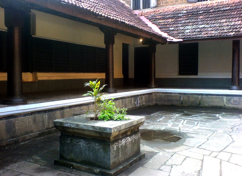 Traditional-House-of-Kerala-Nadumuttam