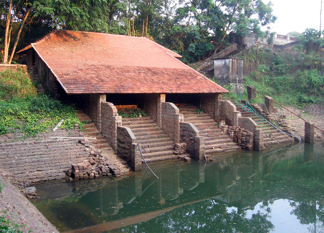 Traditional-House-of-Kerala-pond